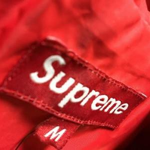 Supremeのご紹介!